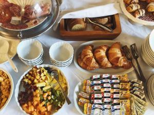 Breakfast options available to guests at The Fabris - Luxury Inn
