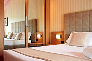 A bed or beds in a room at Hotel Caesius Thermae & Spa Resort