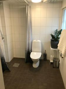 Kylpyhuone majoituspaikassa Tunneberga Gästgifvaregård