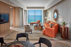 A seating area at Mandarin Oriental Jumeira, Dubai