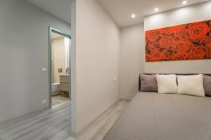 A bed or beds in a room at Apartment Downtown Radnoti14