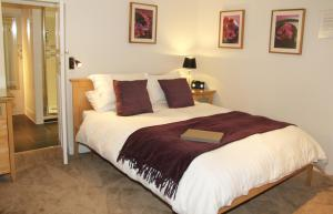 A bed or beds in a room at Woodacre B & B