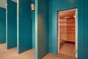 A bathroom at Corendon Village Hotel Amsterdam