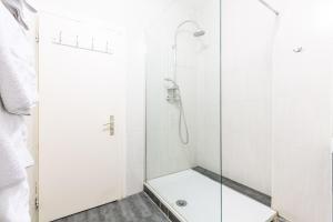 A bathroom at Appartements Paola, Pamela, Patricia et Pascale