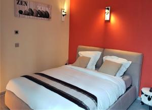 A bed or beds in a room at Zen Your Life