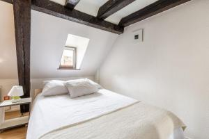 A bed or beds in a room at Appartements Paola, Pamela, Patricia et Pascale