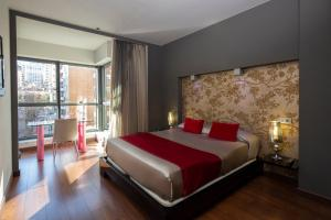 A bed or beds in a room at Hotel Axis Vigo