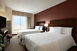 A bed or beds in a room at Hilton Garden Inn New Braunfels
