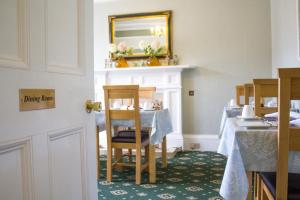A restaurant or other place to eat at Auld Manse Guest House