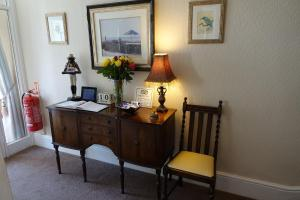 A television and/or entertainment center at Chilterns Guest House