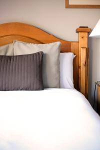 A bed or beds in a room at Ruby Lake Resort