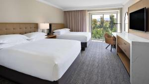 A bed or beds in a room at Hyatt Regency Valencia- Magic Mountain