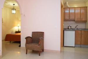 Een zitgedeelte bij Apartamentos Plaza Cavana 5