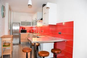 A kitchen or kitchenette at Gîte Jeanne d'Arc
