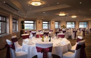 A restaurant or other place to eat at Thistle Poole