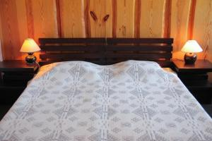 A bed or beds in a room at Brīvdienu māja Kažoki