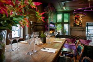 Een restaurant of ander eetgelegenheid bij Hotel De Schout