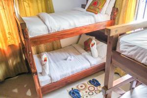 Poschodová posteľ alebo postele v izbe v ubytovaní Sinzia Villas