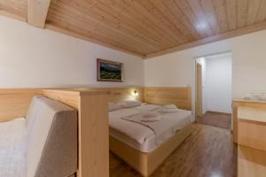 A bed or beds in a room at Kunstelj Pension and Restaurant