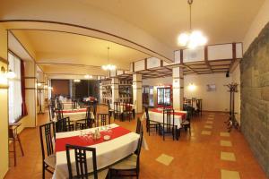 Un restaurant sau alt loc unde se poate mânca la Hotel Praid