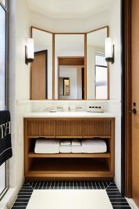 Salle de bains dans l'établissement Shinola Hotel
