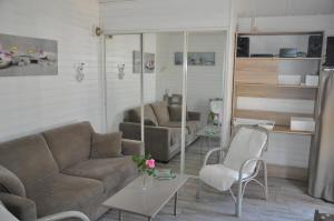 A seating area at Chalet