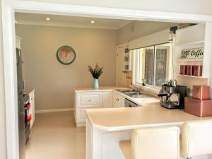 A kitchen or kitchenette at Magnolia Corner
