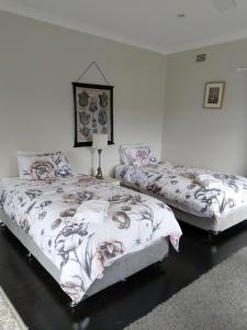 A bed or beds in a room at Magnolia Corner