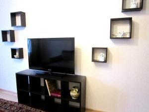 Телевизор и/или развлекательный центр в 2-room apartment by the sea on Mosina 8