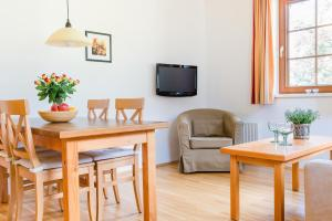A seating area at Stranachwirt Apartments
