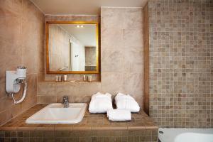 Ein Badezimmer in der Unterkunft Hoffmeister&Spa Depandance - Free Parking Mon - Sun