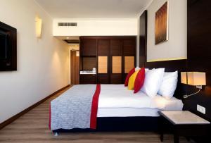מיטה או מיטות בחדר ב-קיסר פרימייר אילת