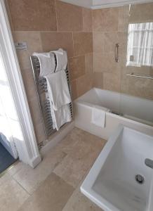 A bathroom at Diglis House Hotel