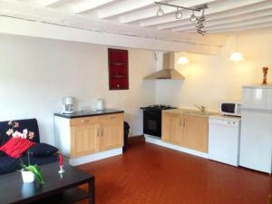 A kitchen or kitchenette at Gîte du Moulin du Vey
