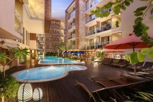 The swimming pool at or close to Harper Kuta Hotel by ASTON