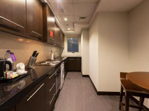 A kitchen or kitchenette at Deluxe Hotel Apartments
