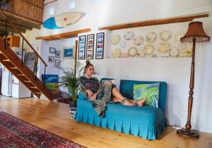 A seating area at Hermanus surf school and Lodge