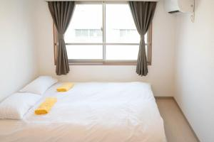 A bed or beds in a room at LY Inn Tokyo Bakurocho