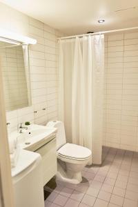 Salle de bains dans l'établissement Forenom Serviced Apartments Oslo Royal Park