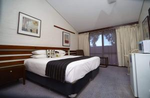 A bed or beds in a room at The Apple Inn