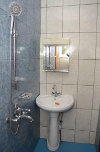 A bathroom at F3 Total Logbaba neuf