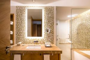 A bathroom at Swissôtel Living Al Ghurair