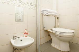 OYO 450 Semampir Residence Near RSU Premier Surabaya Kota Surabayaにあるバスルーム