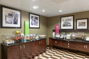 A restaurant or other place to eat at Hampton Inn & Suites Valparaiso
