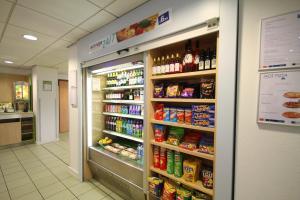 Supermercado u otro tipo de tienda en el hotel o alrededores