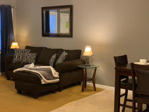 A seating area at Jackson Apartments Unit C