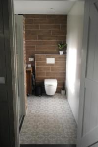 Een badkamer bij Rustig en landelijk gelegen vakantiehuisje Naar Buiten!