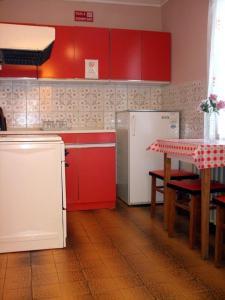 A kitchen or kitchenette at Lugas Szallas