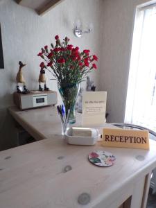 A kitchen or kitchenette at Stoneleigh Hotel