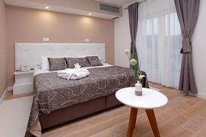 A bed or beds in a room at Hotel Villa Telenta